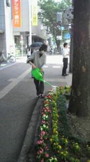 博多駅筑紫口水やり活動
